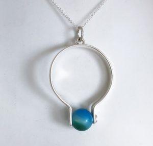 Halssmycke i silver med agatpärla